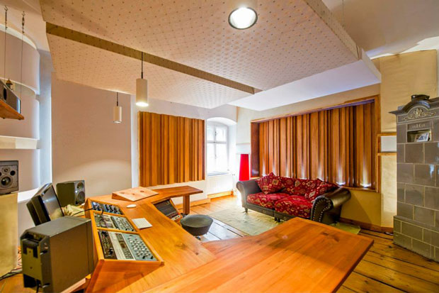 Castle Mastering Studio featuring array of 7 wood diffuser panels (Leanfuser) on rear wall.